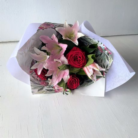 Red-rose-pink-lili-bouquet