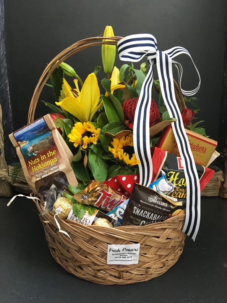 Floral and Gourmet Gift Basket & Floral and Gourmet Gift Basket - Fresh Flowers Kaitaia